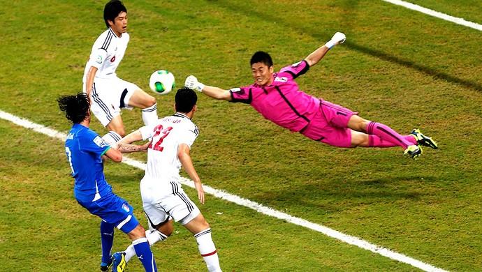 Eiji Kawashima jogo Itália Japão (Foto: Reuters)