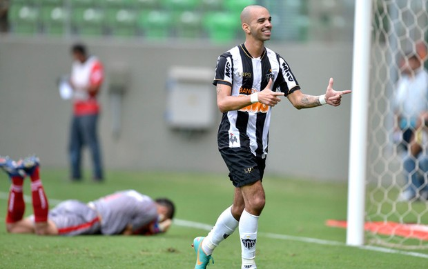 Diego Tardelli comemora gol do Atlético-MG contra o Guarani (Foto: Pedro Vilela / Ag. Estado)