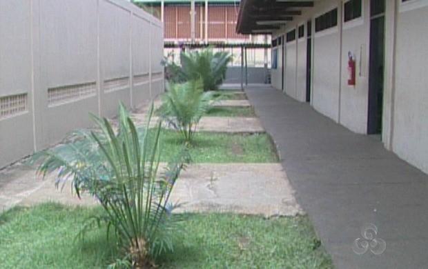 Água é utilizada para a irrigação das plantas e limpeza dos pátios (Foto: Rondônia TV)