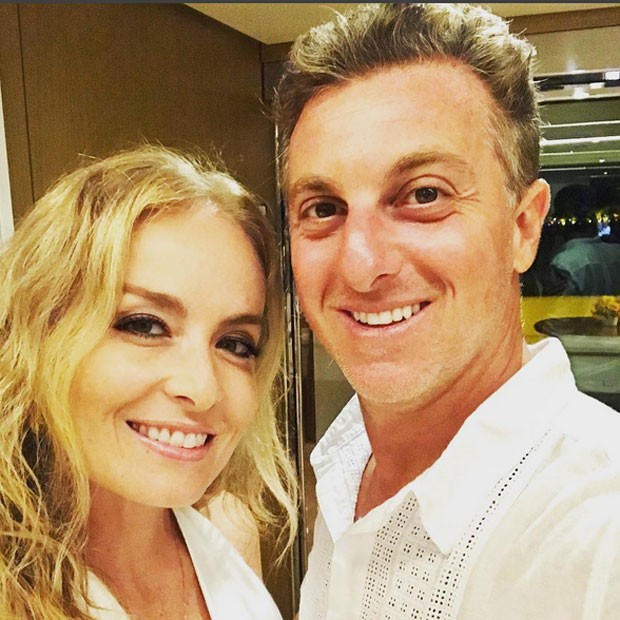Angélica e Luciano Huck em festa de réveillon em Angra dos Reis, no Rio de Janeiro (Foto: Instagram/ Reprodução)