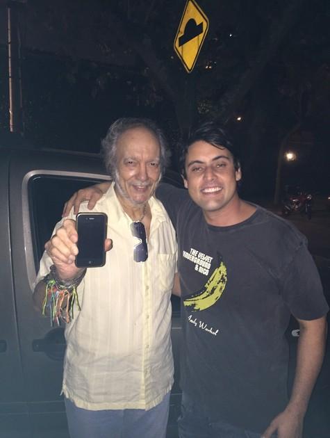 Erasmo Carlos posa com Bruno De Luca (Foto: Arquivo pessoal)