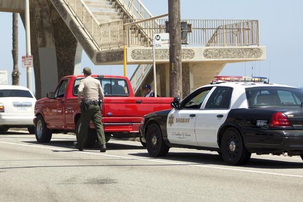 Lady Gaga é parada por policial (Foto: The Grosby Group)