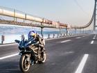 Motociclista chega a 400 km/h em ponte na Turquia