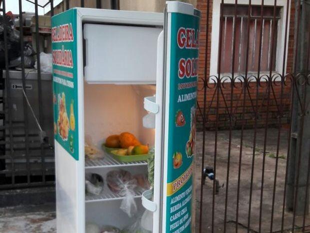 Qualquer pessoa pode doar alimentos para a Geladeira Solidária (Foto: Lucinéia Furlan/Arquivo Pessoal)