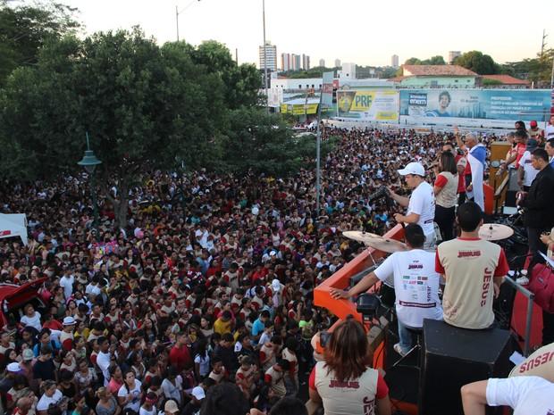 Trios elétricos animaram a multidão com um repertório gospel (Foto: Ellyo Teixeira/G1)