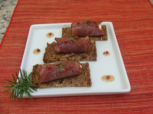 Canapés de pastrami e cream cheese