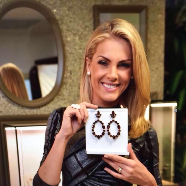cbf17a8f4b90b Ana Hickmann lança coleção de joias para a Rommanel em Miami - Vogue ...