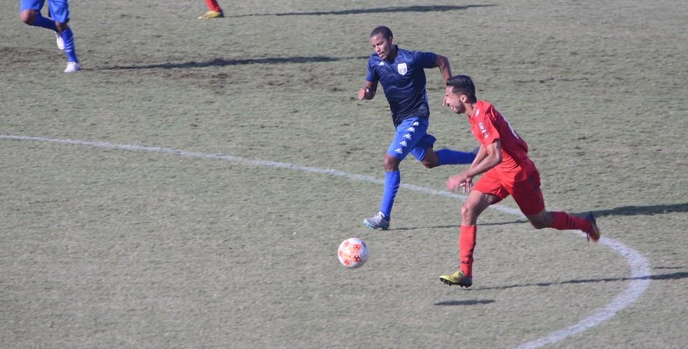 Jabaquara e Atlético Mogi se enfrentaram neste domingo (Foto: Cairo Oliveira)
