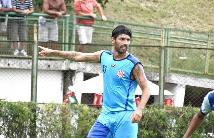 Loco Abreu, Tupi-MG, Bangu, jogo-treino (Foto: Bruno Ribeiro)