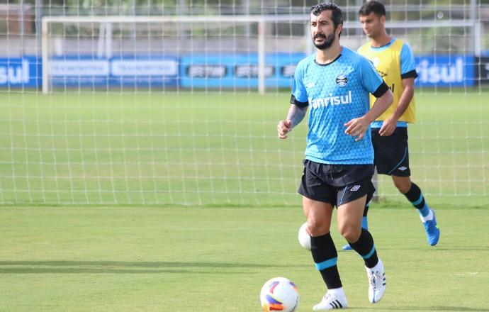 Douglas no treino do Grêmio (Foto: Eduardo Deconto/GloboEsporte.com)