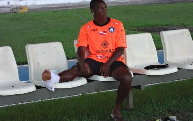 Cassiano se recupera de uma lesão no tornozelo direito (Foto: Gustavo Pêna/GLOBOESPORTE.COM/PA)