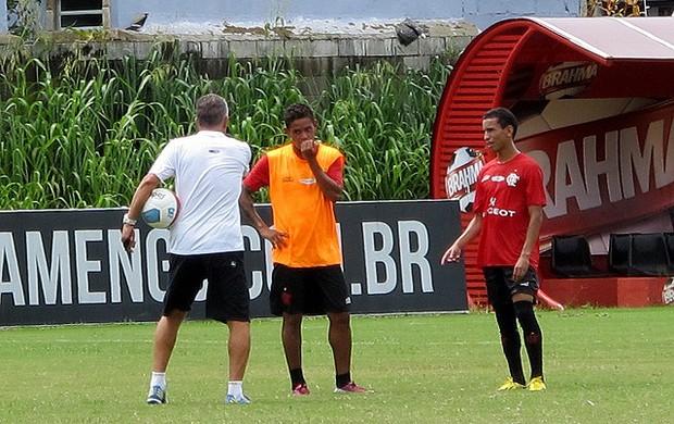 Dorival Junior carlos eduardo e Rafinha flamengo treino (Foto: Richard Souza)
