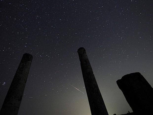 Meteoros também foram vistos no sítio arqueológico Stobi, na Macedônia, que foi a maior cidade do norte dessa província romana e, mais tarde, capital (Foto: Ognen Teofilovski/Reuters)