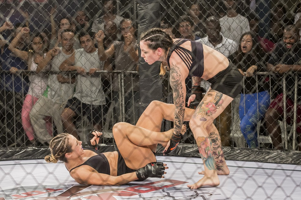 E a nossa lutadora começa a reagir....  (Foto: Fábio Rocha/Gshow)