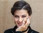 Isabeli Fontana exibe aliança de casada em evento
