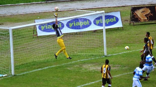 Goleiro Tom Joseense x Taubaté (Foto: Daniel Mello / CAJ)
