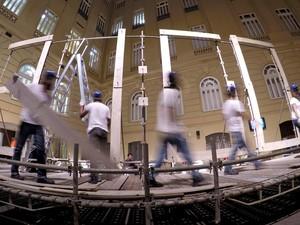 Espaço da mostra Zeitgeist, com instalação de Mark Formanek, em cartaz no CCBB de Brasília (Foto: Julia Lanari/Divulgação)