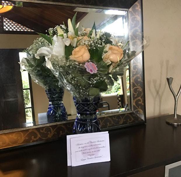 Marilene Saade ganha flores no aniversário (Foto: Reprodução)