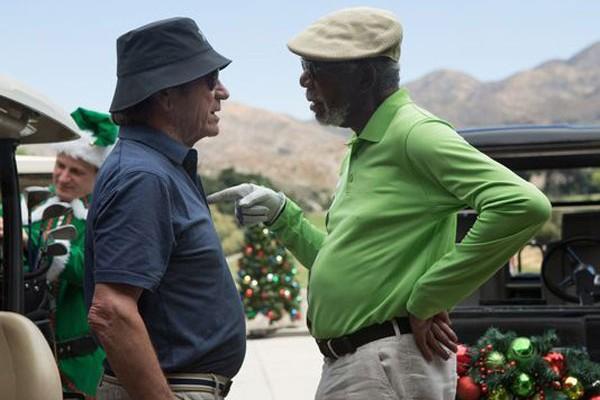 Tommy Lee Jones e Morgan Freeman estrelam a comédia 'Villa Capri' (Foto: Divulgação)