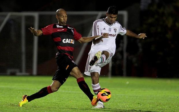 Dinei e Gum, Vitória x Fluminense (Foto: Eduardo Martins/Agência Estado)