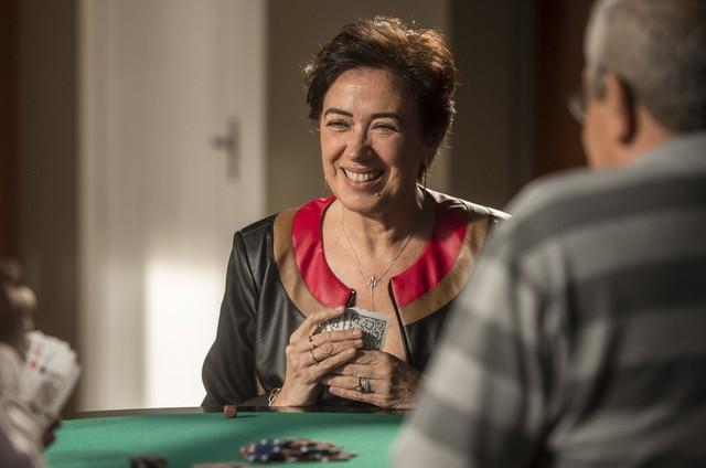 'A força do querer': Silvana (Lilia Cabral) é viciada em jogos (Foto:  Globo/João Cotta)