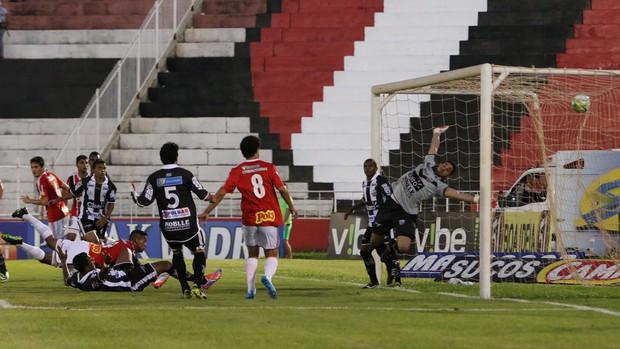 Momento do gol Come-Fogo, Botafogo-SP x Comercial (Foto: Agência Botafogo)