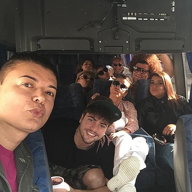 Famosos na van para o show de Ivete (Foto: Reprodução/Instagram)