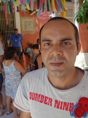 José Rinaldo se emocionou com os frevos de bloco. (Foto: Katherine Coutinho / G1)