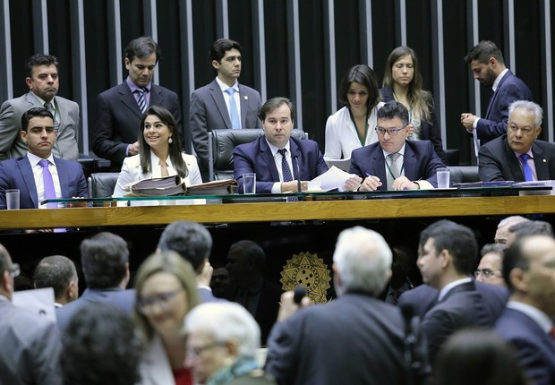 Rodrigo Maia (DEM-RH) presidente sessão plenária que debate aceitação de denúncia contra o presidente Michel Temer na Câmara (Foto: Antonio Augusto/Agência Câmara)