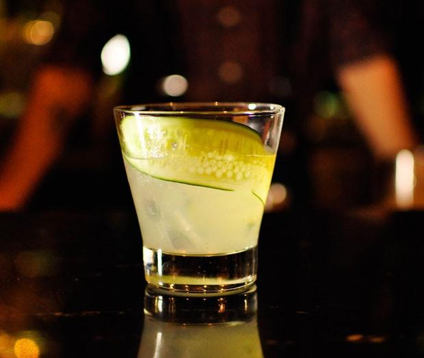 Drink refrescante para o verão leva limão siciliano, pepino e manjericão (Foto: Divulgação)