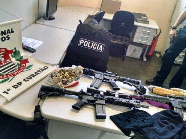 Polícia apreendeu armas e munição com mulher (Foto: Arquivo Pessoal)