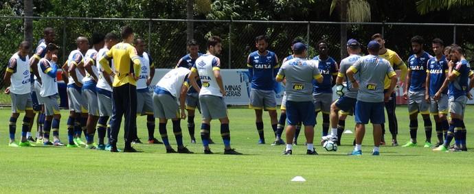Mano minimiza baixo rendimento do ataque e contusões no Cruzeiro