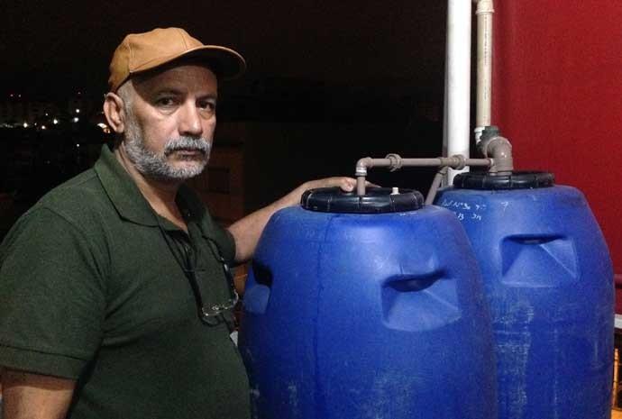 Natanael Silva, serralheiro que capta água da chuva para economizar