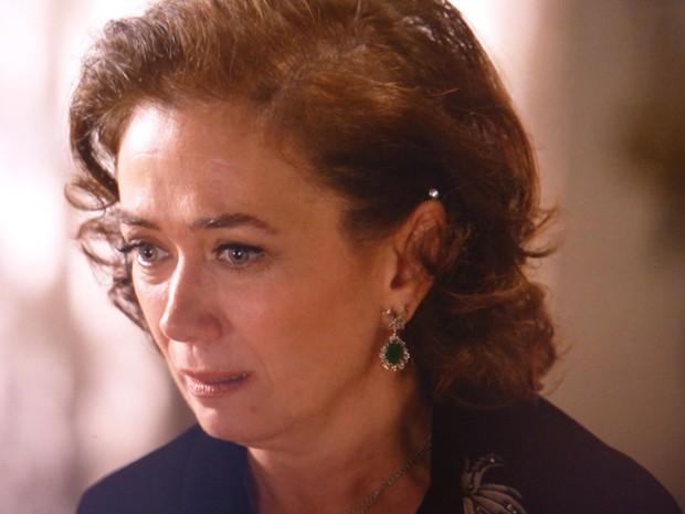 Maria Marta cai no choro quando descobre que Clara não vai casar (Foto: Gshow)