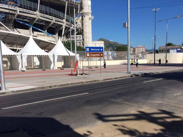 Entorno do Engenhão e ruas do Engenho de Dentro tiveram calçadas niveladas e com piso tátil (Foto: Alba Valéria Mendonça/ G1)