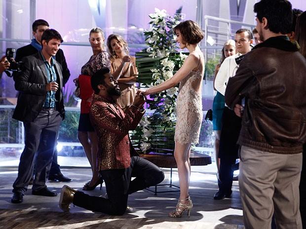 Brian e Evangelina na oficialização do noivado (Foto: Fato na Rede)