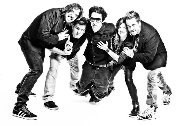 Champignon com os outros integrantes da Banda a Banca (Foto: Site Oficial/ Reprodução)