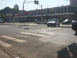 Idosa atravessava na faixa de pedestre e foi atropelada em Piracicaba (Foto: Thainara Cabral/G1)