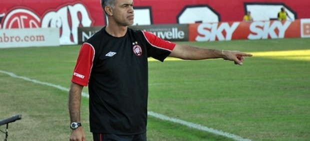 T&#233;cnico Jorginho, do Atl&#233;tico-PR (Foto: Divulga&#231;&#227;o/Site oficial do Atl&#233;tico-PR)