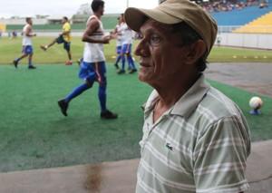 Antonio Oliveira, ex-atleta amador e pai de três jogadores do Alto Acre (Foto: João Paulo Maia)