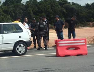 Polícia prende torcedores do Corinthians em Natal (Foto: Alexandre Mulatinho)