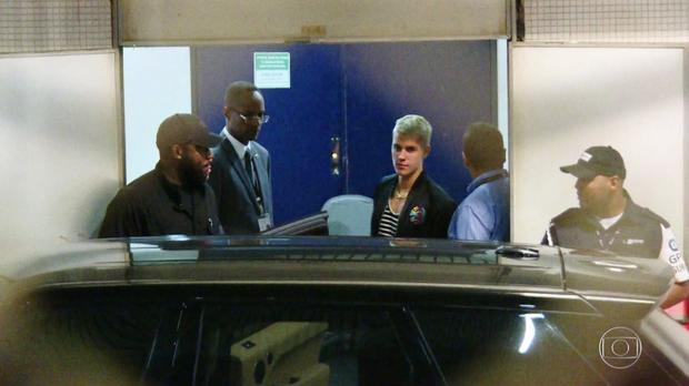 Justin Bieber chegando no Rio de Janeiro (Foto: Reprodução/TV Globo)