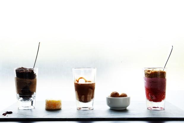 Menu sobremesa: mousse de chocolate com nougatine, quindim, milkshake de ovomaltine; churros de doce de leite e mousse de frutas vermelhas com compota de morango ao limongello. (Foto: Marcos Serra Lima / EGO)