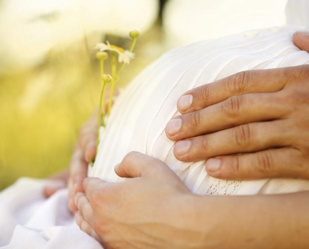 Os movimentos do bebê na barriga são sinais de que ele está se desenvolvendo bem (Foto: Thinkstock)