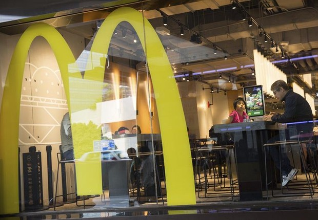 Restaurante da rede de fast food McDonald's em Hong Kong, na China (Foto: Jerome Favre/EFE)