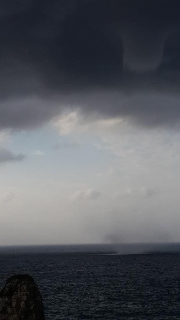 Tromba d'água foi vista à beira-mar em Beirute, no Líbano (Foto: João Henrique Sardeiro de Alcântara/Arquivo pesoal)