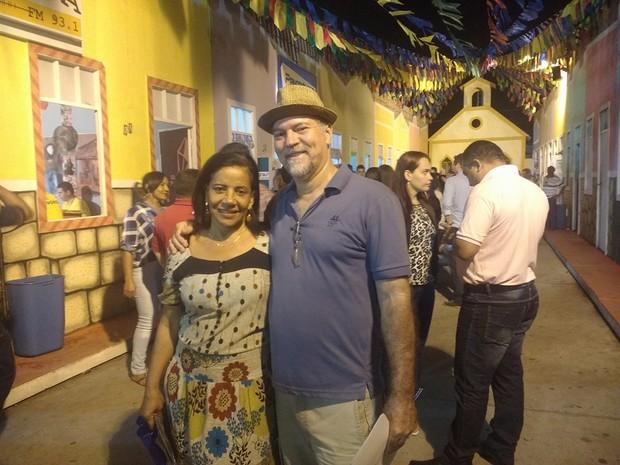 Casal ficou curioso após ouvir amigos falarem sobre festa em Campina Grande (Foto: Walysson Mello/G1)