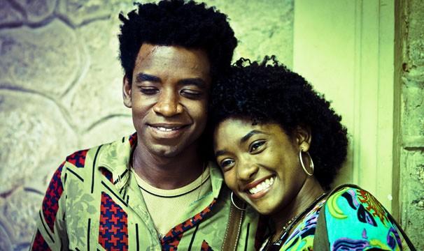 Erika Januza e Fabrício Boliveira são o casal protagonista de Subúrbia (Foto: AF Rodrigues / TV Globo)
