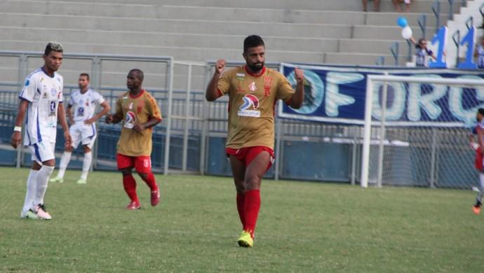 Jefferson fez o gol que deu a vitória ao Princesa fora de casa (Foto: Marcos Dantas)