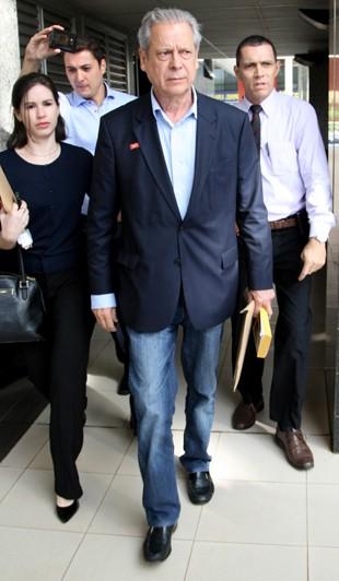 O ex-ministro José Dirceu deixa a Vara de Execuções Penais, em Brasília (Foto: Joel Rodrigues/Estadão Conteúdo)